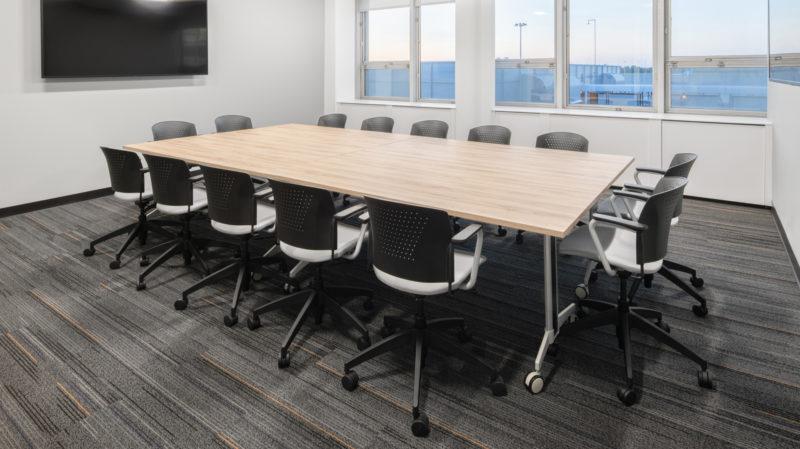 Artopex Aeroport Mtl Table Genius et chaises Flashback 1