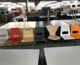 Chaise de cafeteria